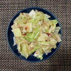 かつお節と梅肉を入れたキャベツの<br /> <br /> おひたし✨<br /> <br /> さっぱりしていて食べやすいです??<br /> <br /> #ヤマキかつお節 #ヤマキレシピ