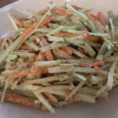 ごぼう、人参、水菜のゴマサラダ?<br /> <br /> 最後にかつお節を混ぜて出来上がり☺️<br /> <br /> いい香り〜?♪♪<br /> <br /> #ヤマキかつお節 #ヤマキレシピ