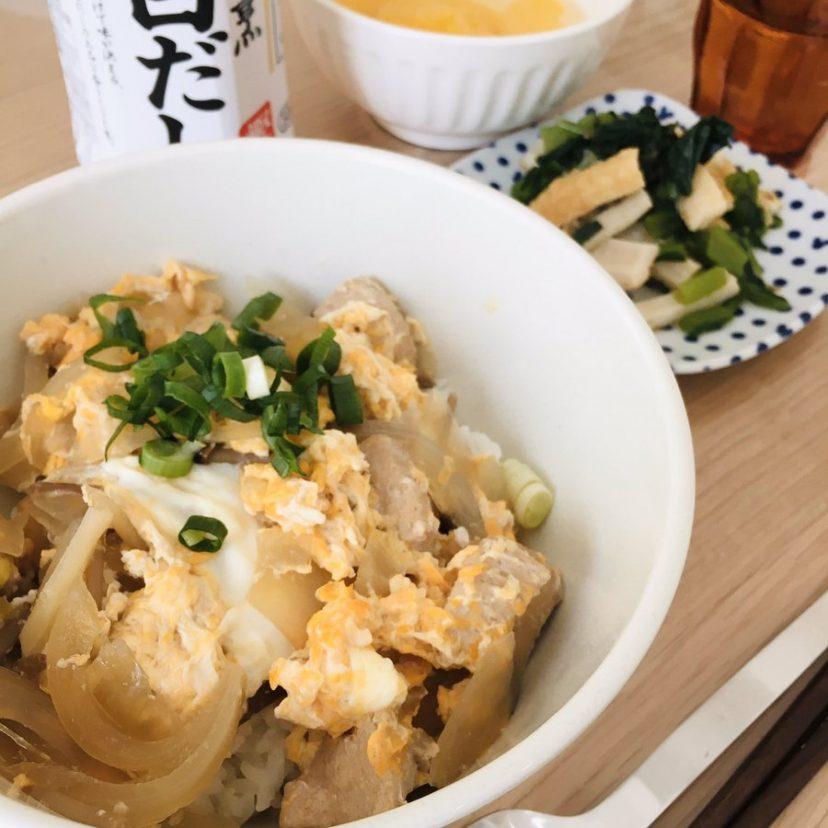 『親子丼』と『小松菜とちくわのおかか和え』白だしで味を整えるだけで、グンと美味しくなります???<br /> いただきます?<br /> #ヤマキレシピ #ヤマキ割烹白だし