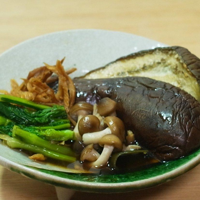#ヤマキめんつゆ #ヤマキレシピ<br /> 「しめじや茄子の合わせ煮びたし」<br />  色んな素材を一緒にしても、どれも味わいを引き立ててくれる。ヤマキの白だしの本領発揮のような逸品ができたと思います!\(^^)//<br /> 野菜の本来の美味しさを残してて旨い!