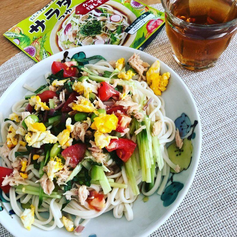 ヤマキ株式会社様よりいただいたサラダ麺つゆを使用!<br /> かつおだし梅つゆ味ー<br /> <br /> さっぱりしててすごく美味しい!!<br /> シーチキン、きゅうり、トマト、卵で沢山野菜とタンパク質もとれて栄養バランスも良いので、子どもにも食べさせやすいです。<br /> 簡単だしリピートしちゃうな、これは。<br /> 美味しかったです!<br /> <br /> #ヤマキレシピ <br /> #サラダ麺つゆ<br /> <br /> #やさい100日チャレンジ
